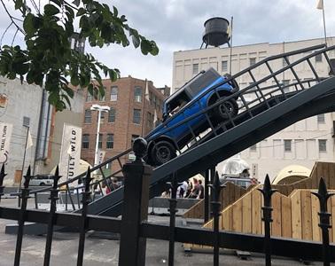 写真 フォードは屋外に体験試乗コースを設置(ジェトロ撮影)