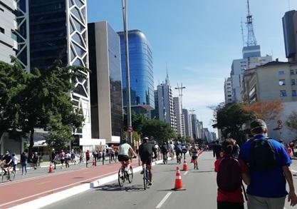 写真 サンパウロ市内のパウリスタ大通りの歩行者天国が再開した時の様子(ジェトロ撮影)