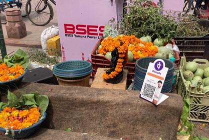 写真 インドの露店などでも見られる電子決済用QRコード(ジェトロ撮影)