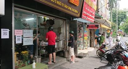 写真 再開した飲食店と持ち帰りで来店する客(9月22日、ジェトロ撮影)